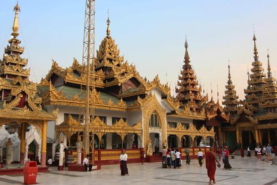 Yangon1 Yangon - Shwedagon pagode   0140_4899.jpg