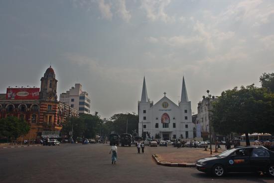 Yangon2 Plein bij Sule Pagode en Stadhuis   0307_4793.jpg