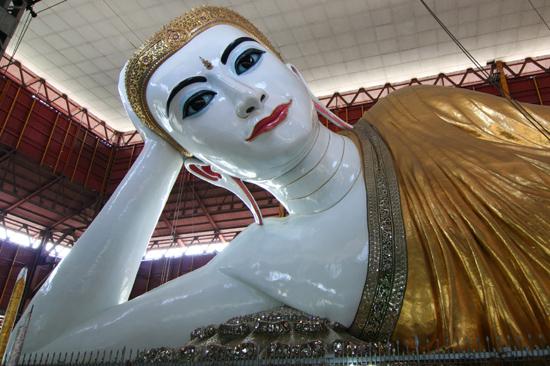 Yangon2 Chaukhtatgyi Paya Liggende Boeddha (70 m)   0390_4836.jpg