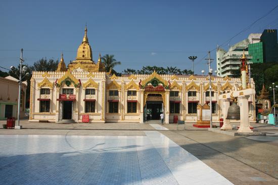 Yangon2 Yangon Botataung Paya (Pagode) aan de Yangon River   0420_4851.jpg