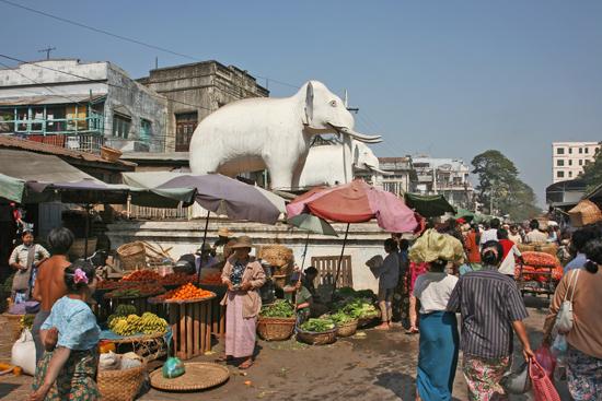 Mandalay Mandalay Grote groentemarkt in het centrum   0640_5076.jpg