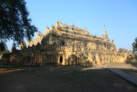 Ava Ava   Maha Aungmye Bonzan monastery klooster of Ok Kyaung of Me Nu Ok Kyaung, gebouwd door Meh Nu (1822)    1190_5497.jpg
