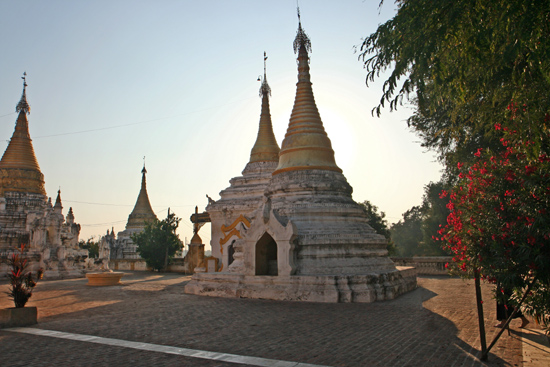 Ava Ava Maha Aungmye Bonzan monastery klooster (1822)   1220_5511.jpg