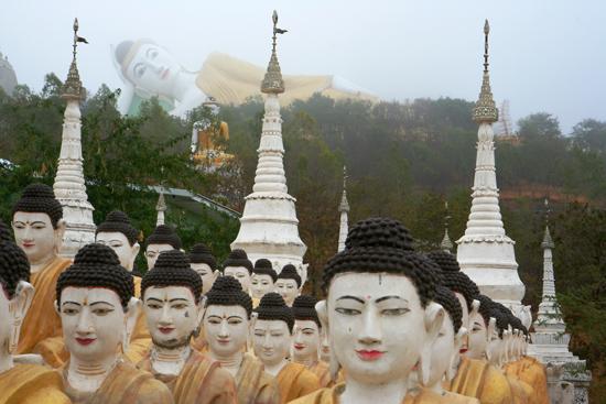 Monywa2 Omgeving Monywa Bew Dy Dahtajng Paya (Pagode) Enorme Liggende Boeddha op de heuvel (110 m. lang, 20 m. hoog)    1630_5927.jpg