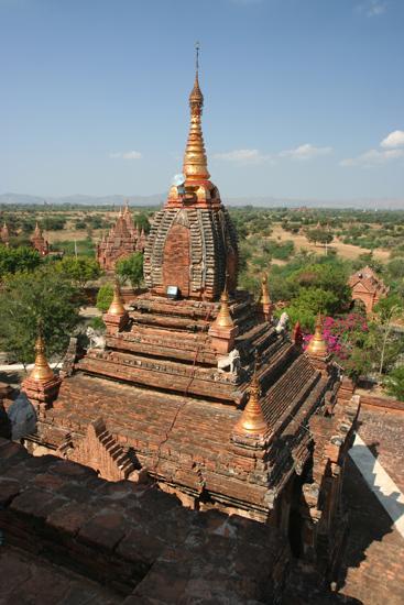 Bagan1 Uitzicht vanaf het hoogste dakterras van de Dhamma Ya Zi Ka Paya (1196)   1880_6071.jpg