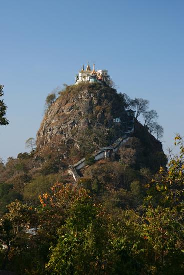 Mountpopa Mount Popa (737m) Uitzicht op de trappen die we moeten beklimmen   2350_6362.jpg