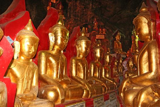 Pindaya Pindaya - De Pindaya Caves Meer dan 8.000 Boeddha afbeeldingen   2853_6806.jpg