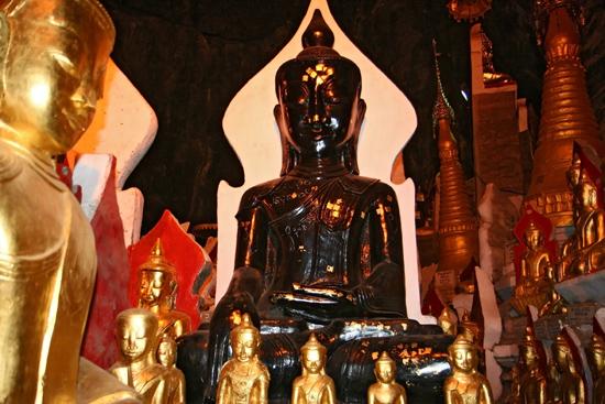 Pindaya Pindaya - De Pindaya Caves Meer dan 8.000 Boeddha afbeeldingen   2854_6812.jpg