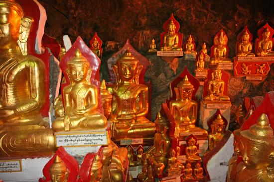 Pindaya Pindaya - De Pindaya Caves Meer dan 8.000 Boeddha afbeeldingen   2855_6816.jpg