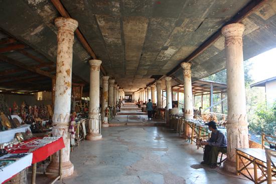 Inlemeer1 Inle lake - Indein Shwe Inn Tein Paya Zeer oude verweerde stupa's.    3230_7291.jpg