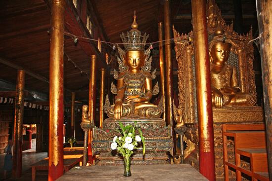Inlemeer1 Inle lake Nga Hpe Chaung (Jumping cat monastery)   3350_7356.jpg