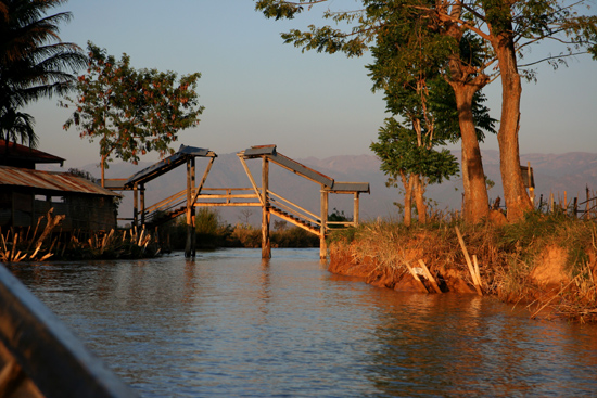 Inlemeer1 Inle lake Avondgloed   3395_7570.jpg