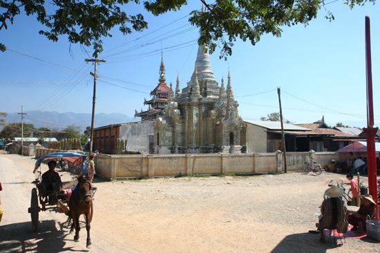 Inlemeer2 Inle meer - Nyaungshwe Dorpscentrum    3460_7456.jpg