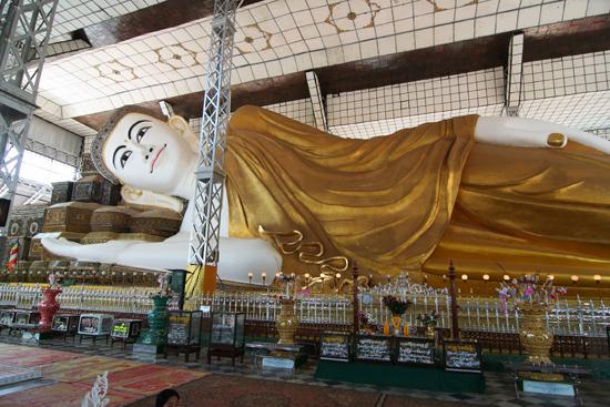 Bago Bago Liggende Boeddha 55 m. lang en 16 m. hoog   3830_7963.jpg
