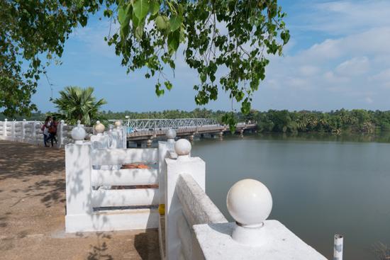 Kalutara Chaitya stupa   Uitzicht op de rivier-0060