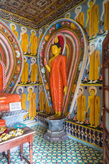 Balapitiya Tempeltje op eiland tijdens boottocht op de Madu rivier-0180