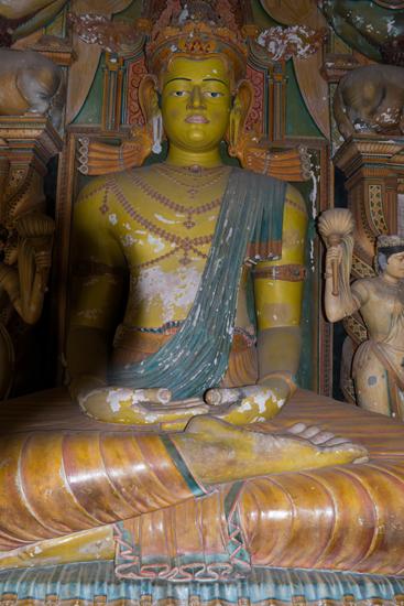 Kotte Wewurukannale - tempel  Mooie beelden in grote beschilderde ruimtes-0770