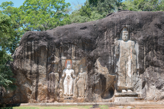 Buduruwagala statues - Wellawaya-1710
