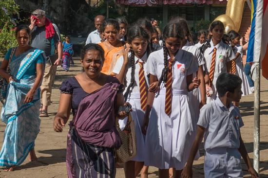 Dambulla Gouden tempel  Leerlingen en onderwijzend personeel tijdens schoolreisje-2770
