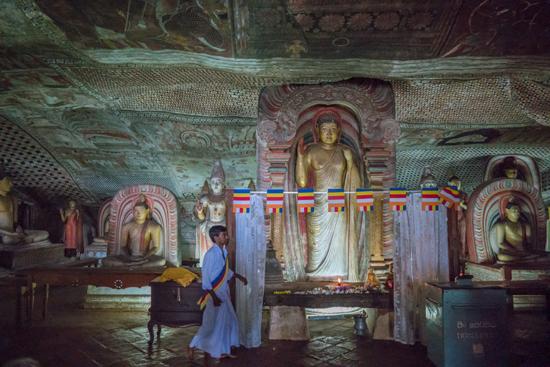 Dambulla Grottempels  Schitterende beelden en muur- en pafondschilderingen-2830