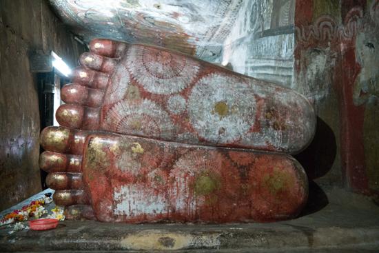 Dambulla Grottempels  De voeten van Boeddha-2860