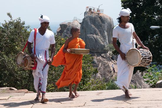 Mihintale - Anuradhapura  Muzikanten op het dakterras-3210