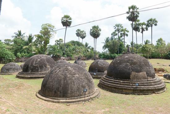 Kadurugoda 20 mini Stupas, vervaardigd uit koraal en circa 2000 jaar oud.-3600