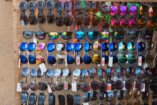 Trincomalee Kanniya-Zonnebrillen in alle kleuren te koop bij de warmwaterbronnen-4020