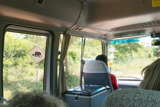 Onderweg naar Negombo Waarschuwingsbord Overstekende olifanten-4050