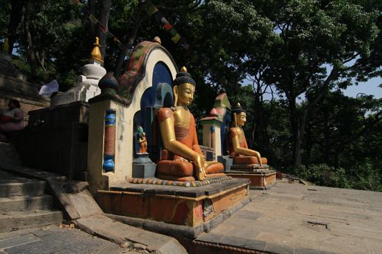 Beelden bij de ingang van de Swayambhunath tempel (Apentempel - Monkey tempel) -0120