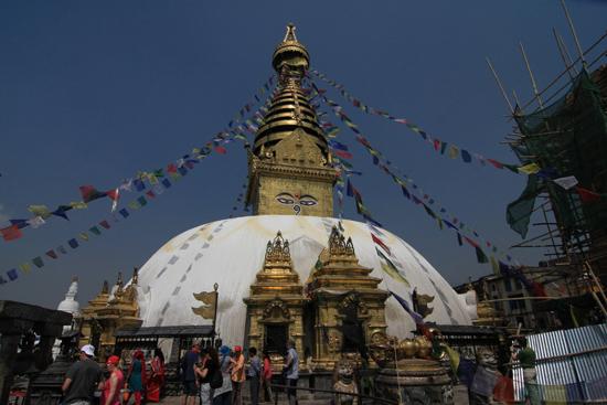 Top bereikt! Swayambhunath tempel (Apentempel - Monkey tempel) -0150