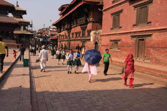 Patan (Lalitpur) Studenten op Durbar Square-0640