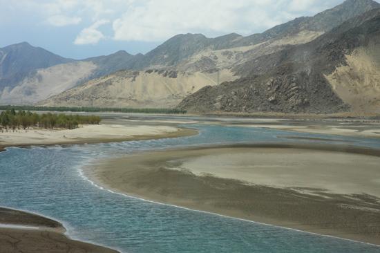 De eerste indrukken van het desolate landschap rond Lhasa - Tibet-0880